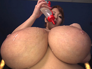 Busty Hitomi Oil Massage